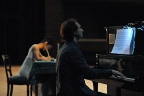 Alastair Bannerman spielt bei der Bühnenprobe.