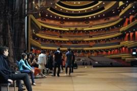Auf der Opernhausbühne kurz vor der Probe.