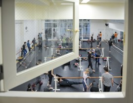 Der große Ballettsaal beim Tokyo Ballet