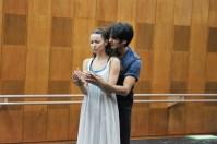 """Letzte Proben in Tokio vor ihren """"Romeo und Julia""""-Debüts in Sapporo: Miriam Kacerova und Constantine Allen"""