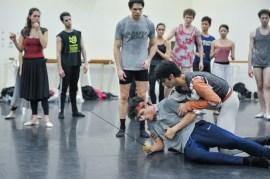 Mercutios Tod: Louis Stiens als Benvolio, Pablo von Sternenfels als Mercutio und Constantine Allen als Romeo