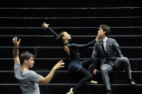 Miriam Kacerova und Adhonay Soares da Silva mit Demis Volpi bei einer Probe zu Salome