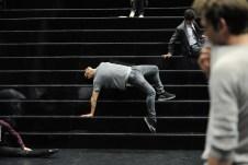 Demis Volpi auf der Treppe