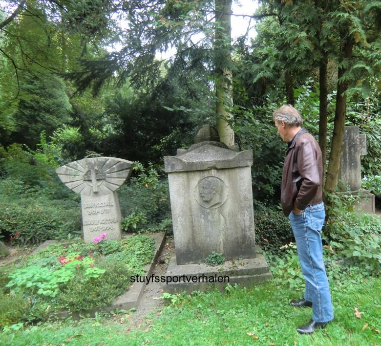 Het graf van Peter Gunther op het Sudfriedhof t e Keulen.