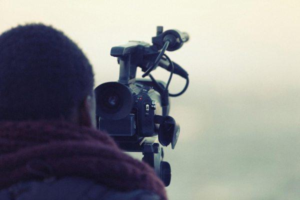 Produkt Kameraman na stužkovú slávnosť. Natočíme profesionálne video zo stužkovej slávnosti.