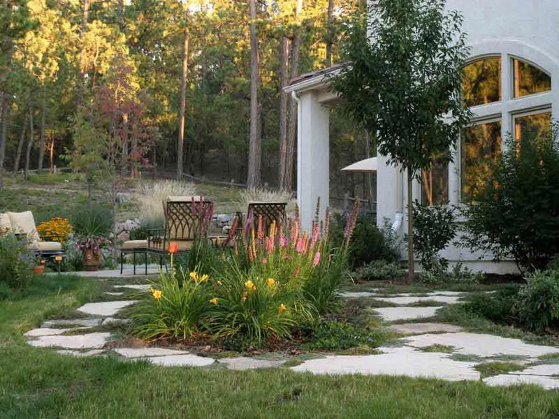 How to develop and utilize the landscape edging ... on Backyard Retreat Ideas id=49629