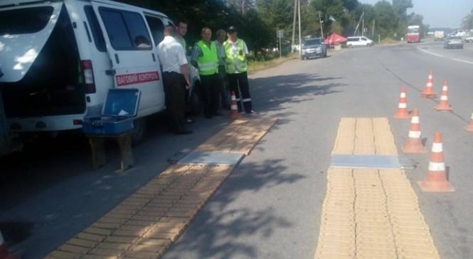 Вагу вантажівок перевіряють на Прикарпатті