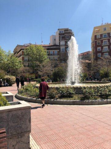 Plaza de Olavide eine wunderschöne spanische Plaza in Madrid mit einer Fontäne