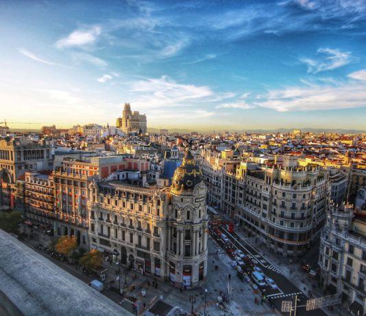Sehenswuerdigkeiten in Madrid Ausblick auf die Gran Via von oben
