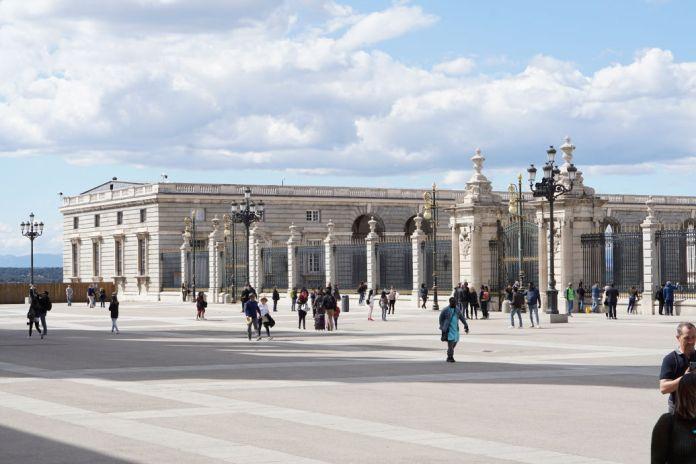 Der Palacio Real ist die offizielle Residenz der spanischen Königsfamilie und die Bedeutendste Sehenswürdigkeit Madrids