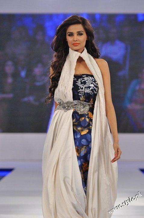 Ayesha Farooq Hashwani's white and pure collection 2011 (12)