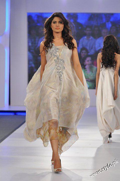 Ayesha Farooq Hashwani's white and pure collection 2011 (11)