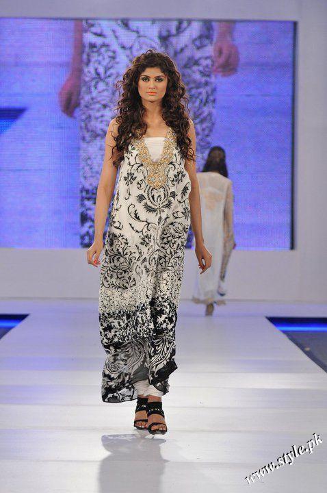 Ayesha Farooq Hashwani's white and pure collection 2011 (6)