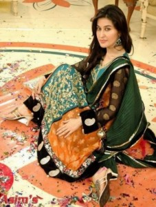 mehndi dresses for girls by Deziners collection (5)