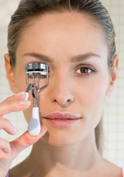How To Use An eyelash curler_01