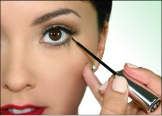 How To Apply Liquid Eyeliner_001
