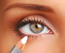 Eye Makeup for Small Eyes to Look Bigger
