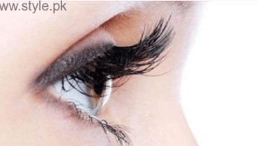 Get Longer Eyelashes Using Castor Oil