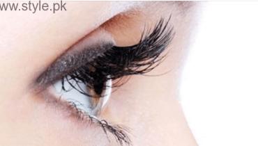 Get Longer Eyelashes Using Castor Oil