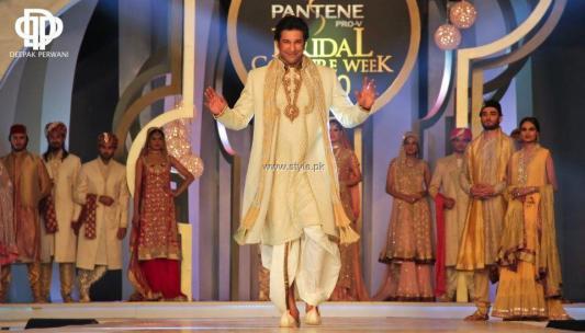 Deepak Perwani Bridal Collection at BCW 2013 011