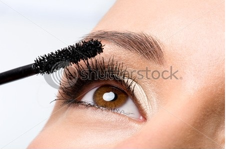 tips for applying mascara to prefection 450 x 319