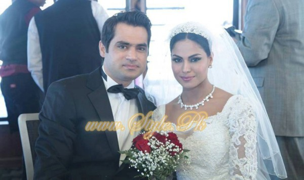 Veena Malik Valima Reception In White Wedding Style Pic 30