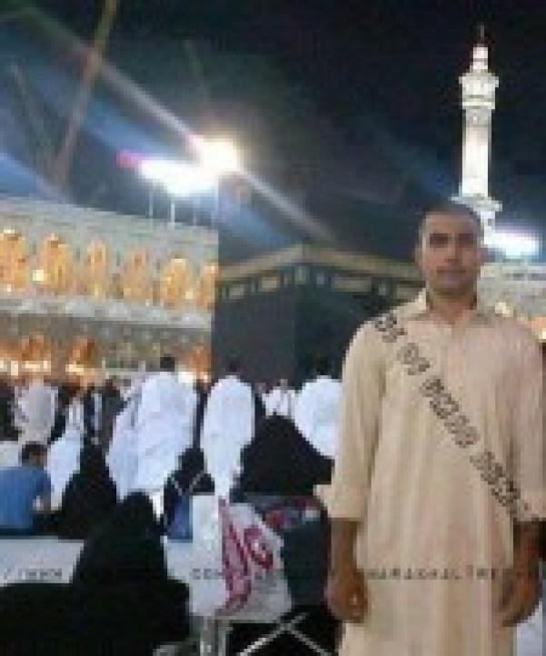 Umar Akmal Umrah Pics 02