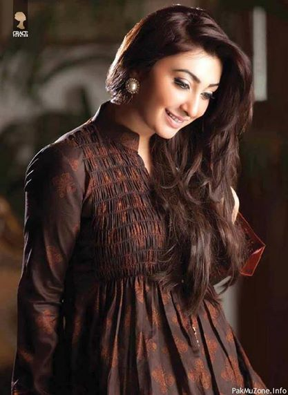 Ayesha Khan hair
