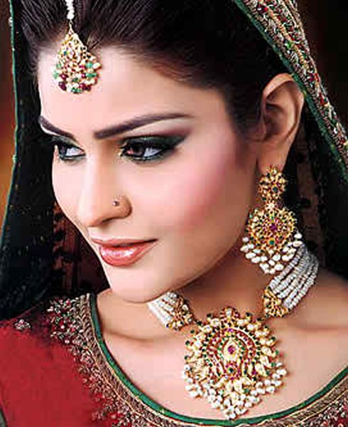 Gold Jewellery Sets For Brides
