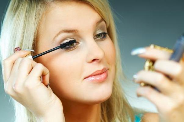 Useful Makeup Tips for Working Women