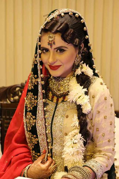 Which Pakistani TV Actress Looks Beautiful On Her Wedding day 004