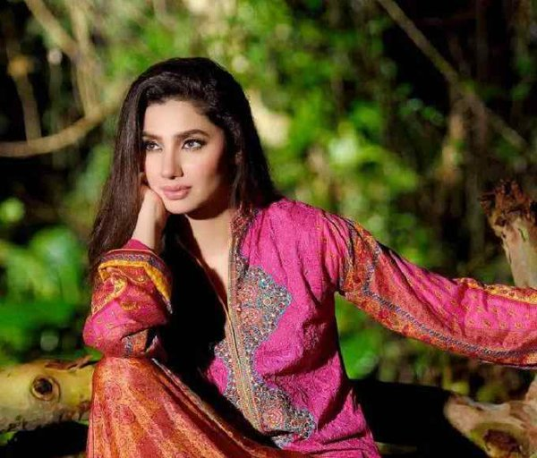 Which Pakistani Actresses Facebook Accounts Would Love To Access 003