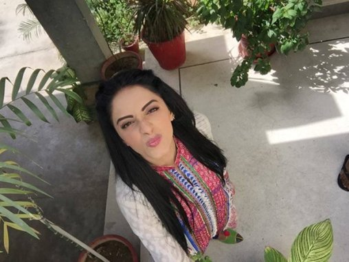 Pakistani New Actress Sanam Chaudhry Profile And Pictures001