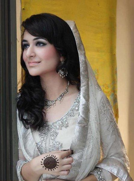 Pakistani New Actress Yumna Zaidi Biography006