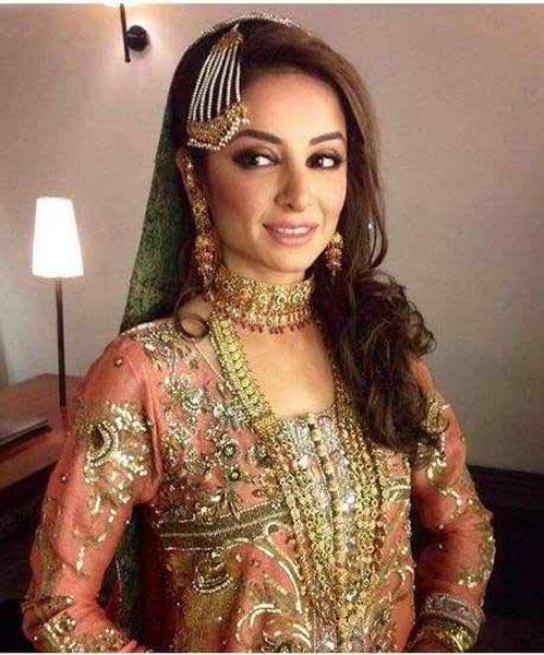 Which Pakistani Celebrity Looks Beautiful On Her Walima002