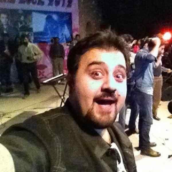 Which Pakistani Celebrities Are Selfie Junkies003