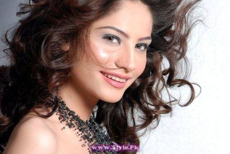 See Pakistani Celebrities who studied up to Intermediate