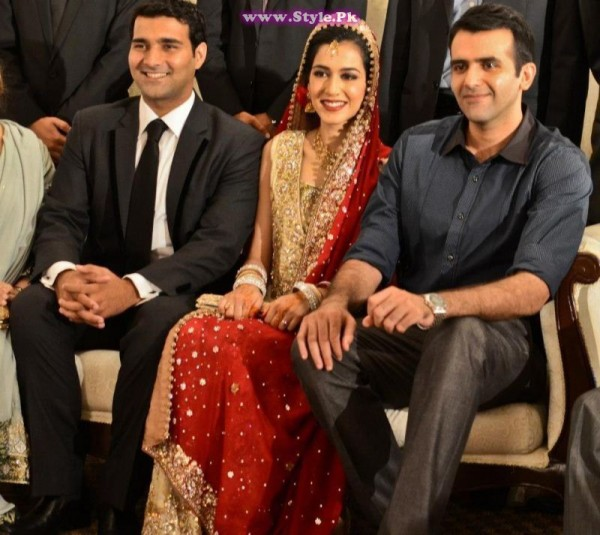 Top 8 Pakistani Celebrities who wore red color on their wedding day (7)