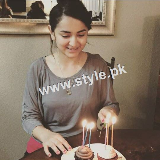 Yumna Zaidi Celebrating her 26th birthday (3)