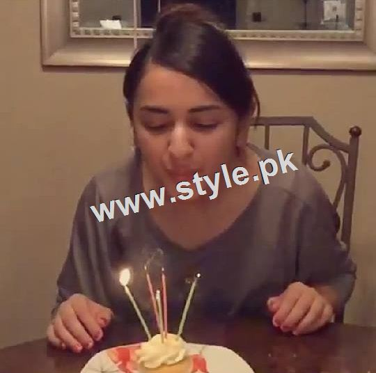 Yumna Zaidi Celebrating her 26th birthday (4)