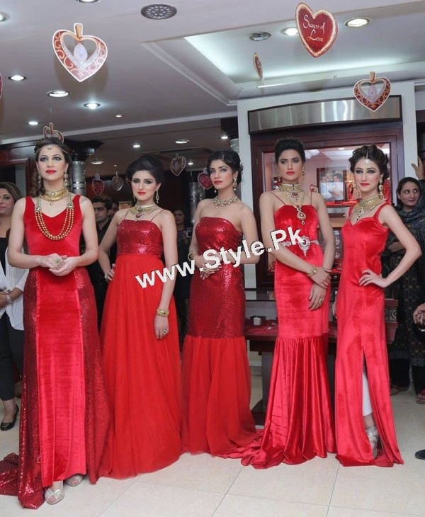 Celebrities at Damas Annual Fashion Show 2015 (6)