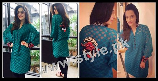 List of Pakistani Celebrities wearing same dresses on Independence day 2015 2