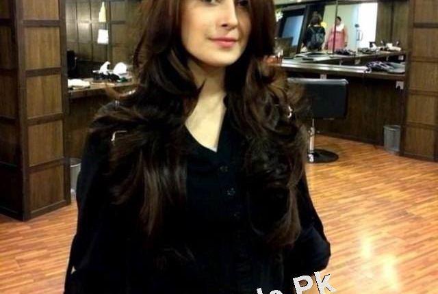 See New Look of Ayeza Khan with New haircut