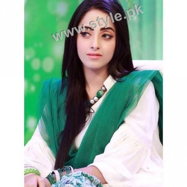 Pakistani Celebrities on Independence Day 2015 (16)