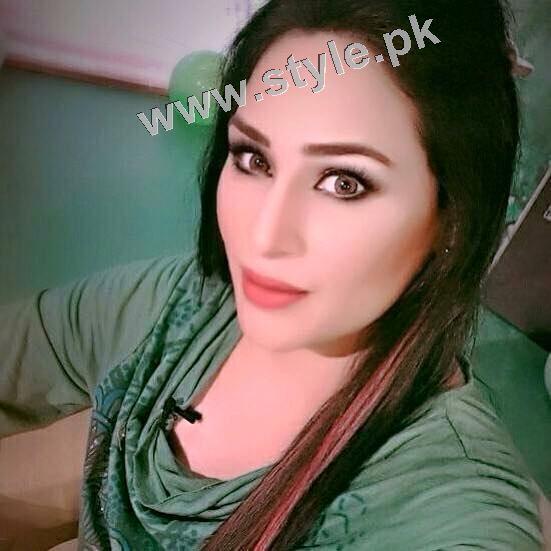 Pakistani Celebrities on Independence Day 2015 (27)