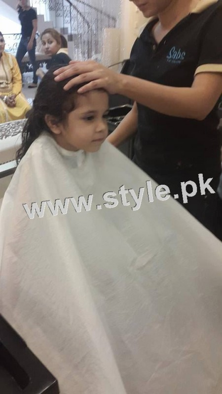 Pictures of Fahad Mustafa's daughter while having a haircut 10