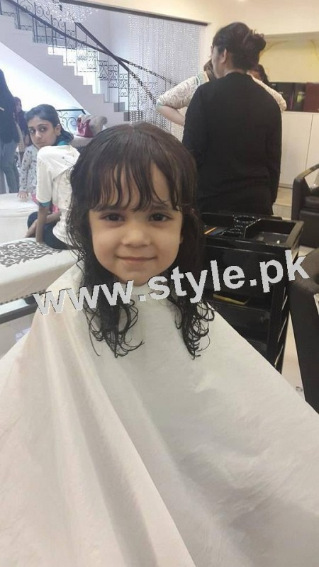 Pictures of Fahad Mustafa's daughter while having a haircut 7