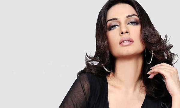 Top 5 Pakistani Ladies 2015 For Bollywood Industry003