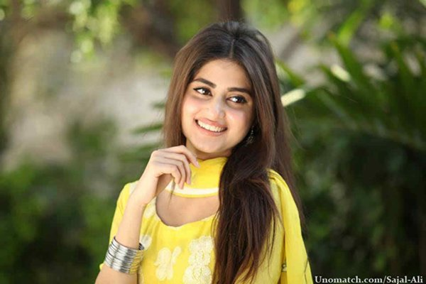 Which Pakistani Actresses Are Famous For Bold Roles001