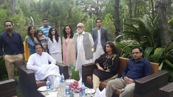 Film Star Noor Bukhari has started hosting Samaa k Mehmaan (3)